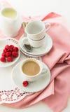 Espressokaffe med mjölkar Arkivfoto