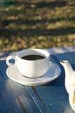 Espressokaffe och en tappningkaffekruka Arkivbild