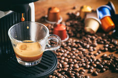 Espressokaffe och maskin Fotografering för Bildbyråer