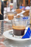 Espressokaffee mit blauem suga Lizenzfreie Stockfotografie
