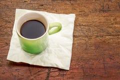 Espressokaffekopp på lantligt trä Fotografering för Bildbyråer