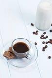 Espressokoppen kaffe, socker och mjölkar Arkivbilder