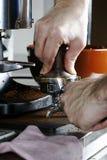 espressotamping Royaltyfria Bilder