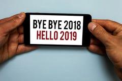 Esprima il arrivederci del testo di scrittura - arrivederci 2018 ciao 2019 Il concetto di affari per iniziare il messaggio motiva immagine stock