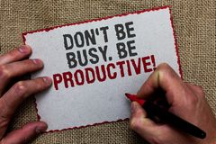 Esprima il testo Don t di scrittura per non essere occupato Sia produttivo Il concetto di affari per lavoro organizza efficientem fotografia stock libera da diritti
