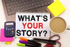 Esprima la domanda di scrittura che cosa è la vostra storia nell'ufficio con i dintorni quale l'affare del caffè della cancelleri Fotografia Stock