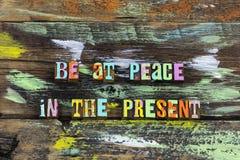 Esprit de joie d'amour de paix temps actuel d'aujourd'hui en dedans photos stock