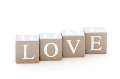 Esprit en bois de cubes l'amour de mot écrit Photo stock