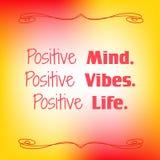 Esprit positif Vibraphone positif La vie positive Citation inspirée sur le fond brouillé coloré Carte décorative illustration de vecteur