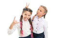 Esprit rebelle Style d'école de coiffures Longues tresses de filles Tendance de mode C'est des couleurs impressionnantes d'amusem images libres de droits