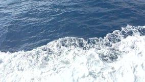 Espuma branca e água de mar Mediterrâneo azul marinha filme