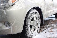 Espuma da lavagem de carros no lado imagens de stock royalty free