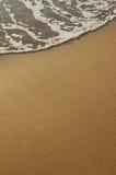Espuma de la arena y del mar Fotos de archivo libres de regalías