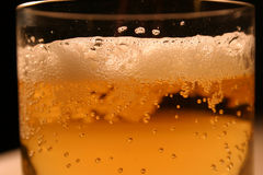 Espuma de la cerveza Fotos de archivo
