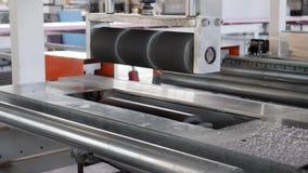 Espuma de poliestireno de proceso de pulido en la máquina en la planta, equipo de producción en la industria almacen de metraje de vídeo