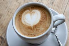 Espuma del Latte del corazón Imagenes de archivo