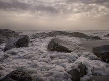 Espuma do mar no crepúsculo Imagens de Stock Royalty Free