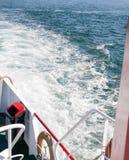 Espuma y barco del agua Fotografía de archivo libre de regalías
