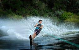 Esquí acuático del hombre en el lago Imagen de archivo libre de regalías