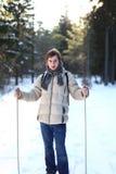 Esquí a campo través atractivo del hombre joven Imagen de archivo libre de regalías