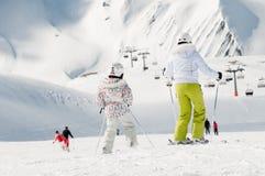 Esquí de la familia Imágenes de archivo libres de regalías