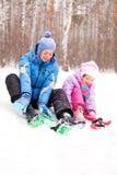Esquí de la madre y de la hija Fotos de archivo libres de regalías