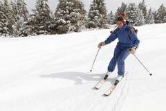 Esquí de la mujer imagenes de archivo