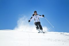 Esquí de la mujer del invierno Imágenes de archivo libres de regalías