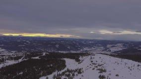Esquí de la nieve del paisaje del invierno metrajes