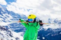 Esquí del niño en las montañas Fotografía de archivo libre de regalías