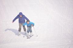 Esquí del padre y del hijo Imagen de archivo libre de regalías