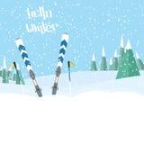 Esquí en el forestski que se coloca en la nieve con los palillos snowing Alrededor de árboles libre illustration