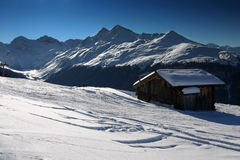 Esquí en las montañas suizas fotos de archivo libres de regalías