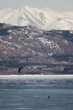 Esquí-Kiting en el lago congelado Foto de archivo libre de regalías
