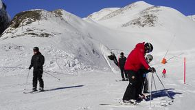 Esquí, lección del esquí en Kleine Scheidegg, Suiza almacen de metraje de vídeo