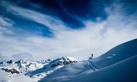 Esquí que va de excursión en las montan@as suizas Imagen de archivo libre de regalías