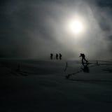Esquí que va de excursión en las montan@as suizas en sol Fotografía de archivo libre de regalías