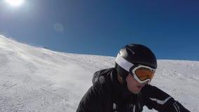 Esquí rápido en Ski Slopes In The Mountains y mucha adrenalina en sangre metrajes