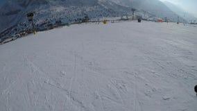 Esquí a través de los ojos del esquiador almacen de video
