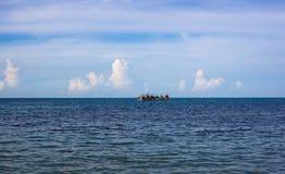 Esquadrão dos navios no mar Fotografia de Stock