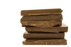 Esquadre as partes do chocolate isoladas no branco fotos de stock