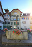Esquadre com uma fonte em Aarau, Suíça Foto de Stock