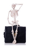 Esqueleto com mala de viagem Fotografia de Stock