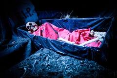 Esqueleto da boneca da decoração de Dia das Bruxas foto de stock royalty free