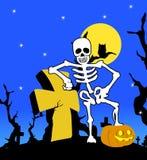 Esqueleto de Halloween com cruz Imagens de Stock Royalty Free