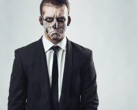 Esqueleto malvado del maquillaje del hombre de negocios del retrato imagen de archivo