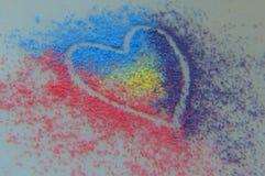 Esquema colorido del corazón del polvo de la tiza fotografía de archivo libre de regalías