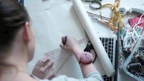 Esquema da tração do desenhador de moda para a roupa video estoque