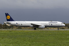 Esquema de color especial Lufthansa A321 Imagen de archivo libre de regalías
