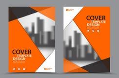 Esquema de cores alaranjado com molde do projeto da capa do livro do negócio do fundo da cidade no A4 Informe anual Imagens de Stock